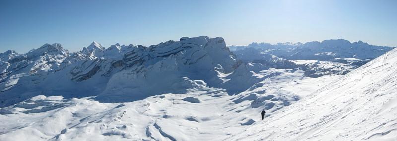 Foto: Wolfgang Lauschensky / Ski Tour / Zehnerspitze 3026m, (Sasso delle Dieci) / Blick vom Schidepot zur Lavarella / 12.12.2009 18:46:21