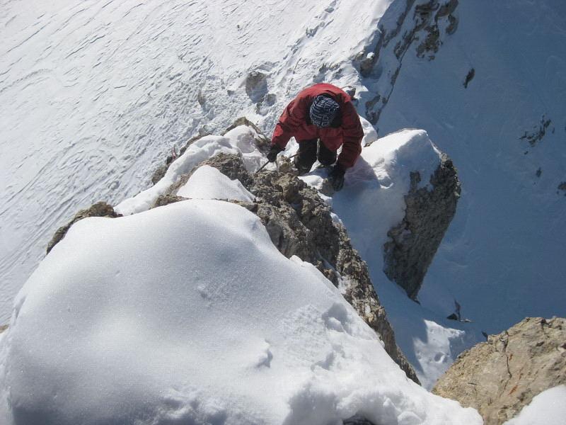 Foto: Wolfgang Lauschensky / Ski Tour / Zehnerspitze 3026m, (Sasso delle Dieci) / schmaler ausgesetzter Gipfelgrat / 12.12.2009 18:45:51