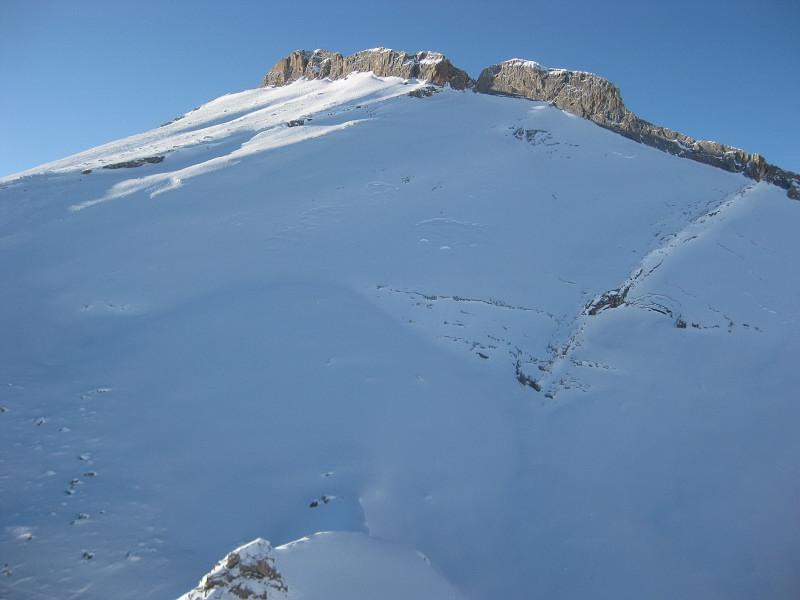 Foto: Wolfgang Lauschensky / Ski Tour / Zehnerspitze 3026m, (Sasso delle Dieci) / nicht ungefährlicher Zehnerosthang vom Fanesschloß aus gesehen / 12.12.2009 18:44:40