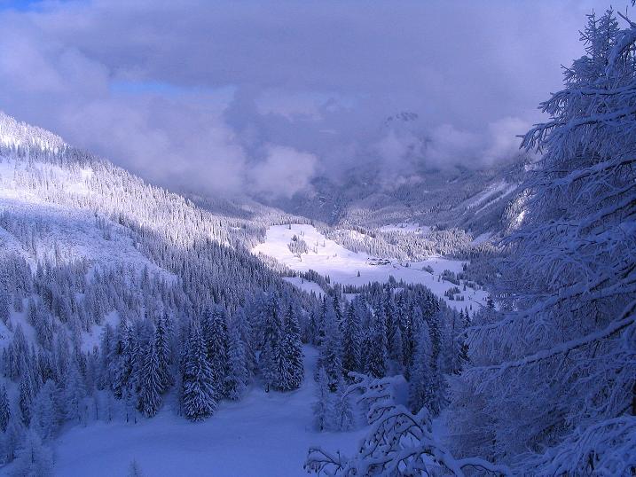 Foto: Andreas Koller / Ski Tour / Direkter Anstieg auf den Hengst (2076 m) / Tiefblick zu den Gnadenalmen / 15.12.2009 21:07:26