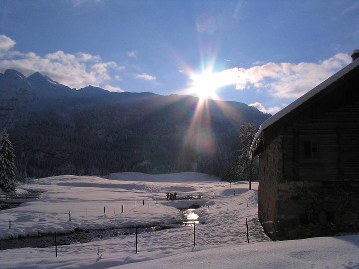 Foto: Andreas Koller / Ski Tour / Direkter Anstieg auf den Hengst (2076 m) / Zurück bei der Vordergnadenalm / 15.12.2009 21:04:12