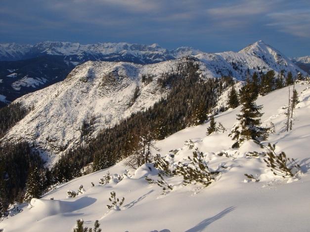 Foto: Manfred Karl / Ski Tour / Von Flachauwinkl auf den Vorderkogel / Tennengebirge und Lackenkogel (re.) / 17.12.2009 20:28:38