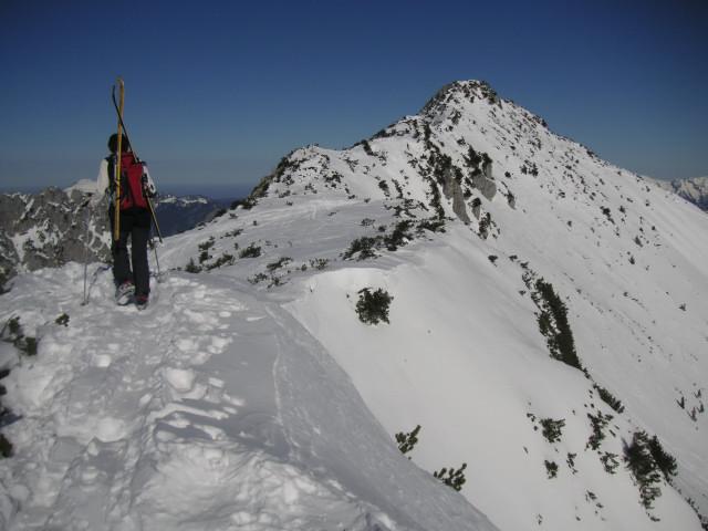 Foto: Wolfgang Lauschensky / Ski Tour / Schmalztrager - Überschreitung / dem Schmalztragergipfel entgegen mit guter Einsicht in die steilen Osthänge / 21.12.2009 15:09:42