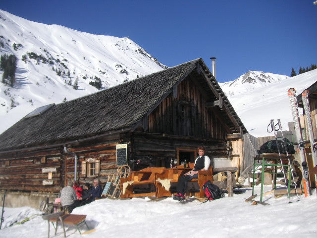 Foto: Wolfgang Lauschensky / Ski Tour / Schmalztrager - Überschreitung / Raststelle Rinnbergalm, dahinter der Moosbergriedel / 21.12.2009 15:08:50