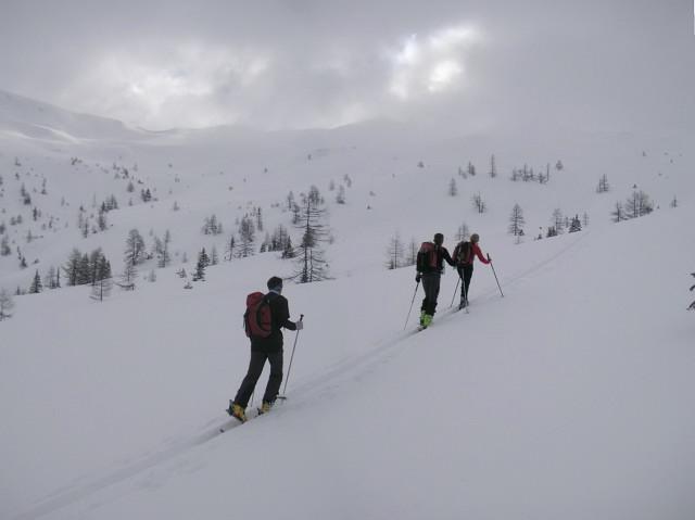 Foto: Wolfgang Lauschensky / Skitour / Glingspitze 2433m über Kreuzeck 2204m / oberhalb der Karteisalm / 22.12.2009 17:22:58