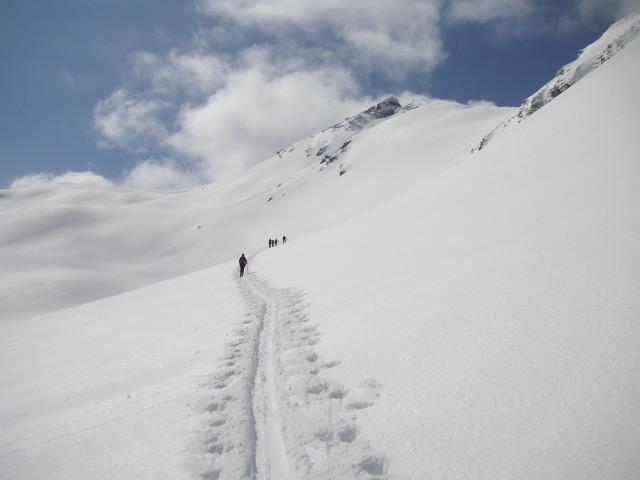 Foto: Wolfgang Lauschensky / Skitour / Glingspitze 2433m über Kreuzeck 2204m / Querung der Riffelosthänge / 22.12.2009 17:22:10