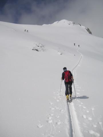 Foto: Wolfgang Lauschensky / Skitour / Glingspitze 2433m über Kreuzeck 2204m / Gipfelhang / 22.12.2009 17:21:38