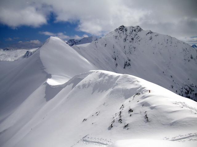 Foto: Wolfgang Lauschensky / Skitour / Glingspitze 2433m über Kreuzeck 2204m / Riffelgrat und Glingspitze. Vom Kreuzeck nicht als milde Schitour erkennbar. / 22.12.2009 17:20:38