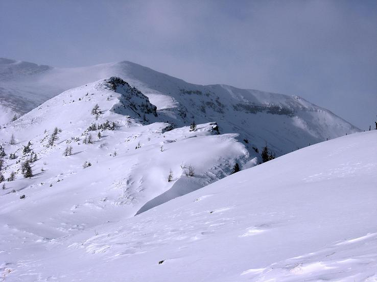 Foto: Andreas Koller / Ski Tour / Lungauer Grattour (2355 m) / Gut erkennbar ist der Verlauf der Route am Grat und der Kleine Lanschütz dahinter / 22.12.2009 23:54:45