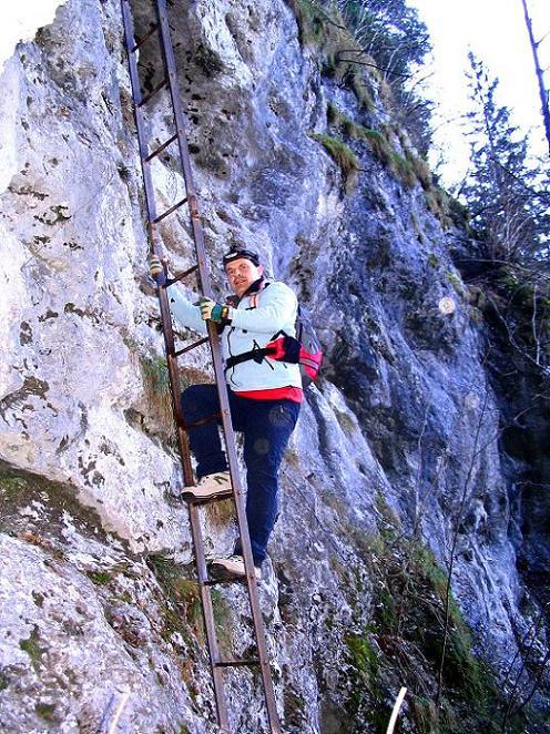 Foto: Andreas Koller / Klettersteigtour / Rudolf-Decker-Steig (720 m) / Die 20m-Leiter zum Windschützenloch / 27.12.2009 01:53:33