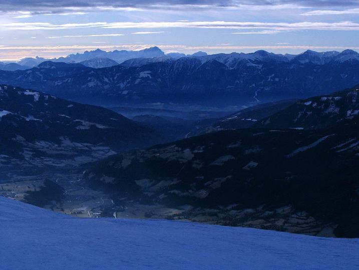 Foto: Andreas Koller / Skitour / Rundtour Stubeck (2370 m) / Die weite Aussicht nach S / 01.01.2010 20:22:20