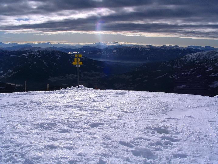 Foto: Andreas Koller / Skitour / Rundtour Stubeck (2370 m) / Blick nach S bis zu den Julischen Alpen / 01.01.2010 20:06:51