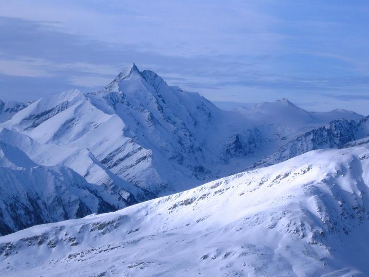 Foto: Andreas Koller / Ski Tour / Aus dem Astental auf den Stellkopf (2851 m) / Der Großglockner präsentiert sich majestätisch im W / 01.01.2010 21:33:28