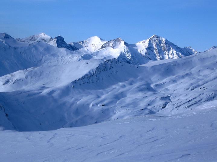 Foto: Andreas Koller / Ski Tour / Aus dem Astental auf den Stellkopf (2851 m) / Blick zum Wiesbachhorn (3570 m) und der nördlichen Glocknergruppe / 01.01.2010 21:32:56