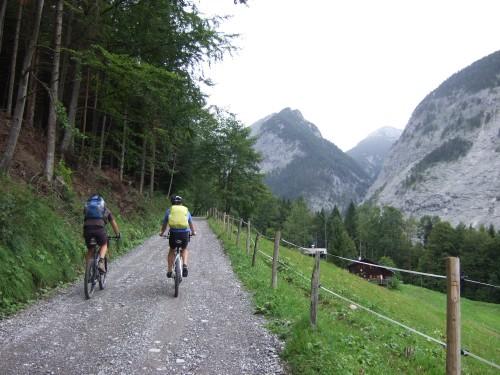 Foto: hofchri / Mountainbike Tour / Rund um das Sonnjoch über Lamsen- (1953 m) und Plumsjoch (1664 m) / Auffahrt zur Stallenalm / 01.01.2010 12:02:39