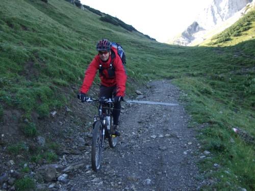 Foto: hofchri / Mountainbike Tour / Rund um das Sonnjoch über Lamsen- (1953 m) und Plumsjoch (1664 m) / Abfahrt zur Binsalm / 01.01.2010 12:06:48