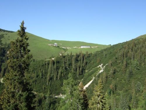 Foto: hofchri / Mountainbike Tour / Rund um das Sonnjoch über Lamsen- (1953 m) und Plumsjoch (1664 m) / Blick hinauf zu Plumsjochhütte / 01.01.2010 12:09:37