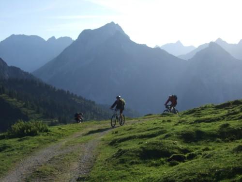 Foto: hofchri / Mountainbike Tour / Rund um das Sonnjoch über Lamsen- (1953 m) und Plumsjoch (1664 m) / Am Plumsjochsattel / 01.01.2010 12:10:22