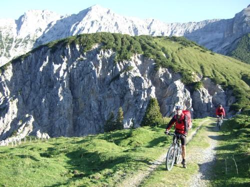 Foto: hofchri / Mountainbike Tour / Rund um das Sonnjoch über Lamsen- (1953 m) und Plumsjoch (1664 m) / 01.01.2010 12:10:35