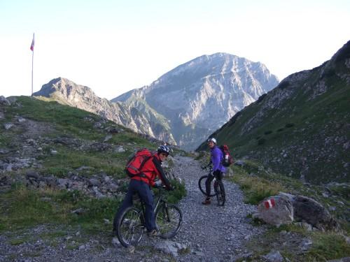 Foto: hofchri / Mountainbike Tour / Rund um das Sonnjoch über Lamsen- (1953 m) und Plumsjoch (1664 m) / Trail zum westlichen Lamsenjoch / 01.01.2010 12:05:41