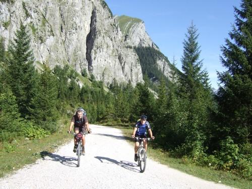 Foto: hofchri / Mountainbike Tour / Rund um den Laliderer Falk über Falkenhütte (1848 m) / Auffahrt Richtung kleiner Ahornboden / 01.01.2010 11:58:30