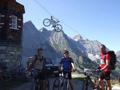 Foto: hofchri / Mountainbike Tour / Rund um den Laliderer Falk über Falkenhütte (1848 m) / bei der Falkenhütte / 01.01.2010 12:00:09