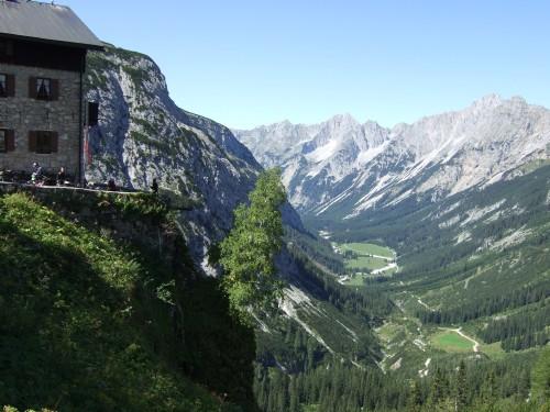 Foto: hofchri / Mountainbike Tour / Rund um die Karwendelspitzen über Hochalmsattel (1803 m) / Blick zurück ins Tal / 01.01.2010 11:56:22
