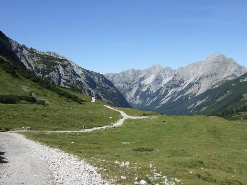 Foto: hofchri / Mountainbike Tour / Rund um die Karwendelspitzen über Hochalmsattel (1803 m) / am Hochalmsattel / 01.01.2010 11:56:42