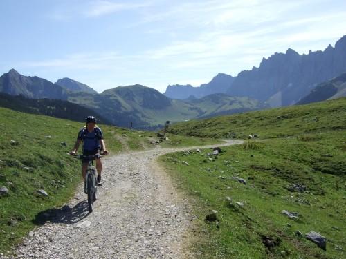 Foto: hofchri / Mountainbike Tour / Rund um die Karwendelspitzen über Hochalmsattel (1803 m) / 01.01.2010 11:56:51