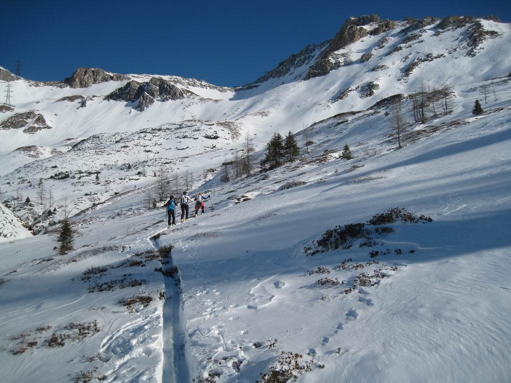 Foto: Heidi Schützinger / Ski Tour / Karkopf von der Muhreralm / Der Wind hat hier einiges geleistet  / 28.12.2011 18:51:41