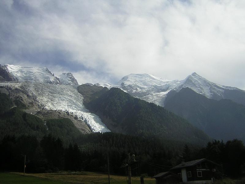 Foto: Wolfgang Lauschensky / Wander Tour / Mont Blanc 4808m Normalweg über Bossesgrat / Mont Blanc mit Glacier des Bossons von Chamonix aus / 01.01.2010 21:10:09