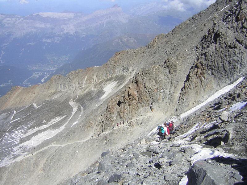 Foto: Wolfgang Lauschensky / Wander Tour / Mont Blanc 4808m Normalweg über Bossesgrat / an der Felsrippe nach dem Grande Couloir / 01.01.2010 21:04:40