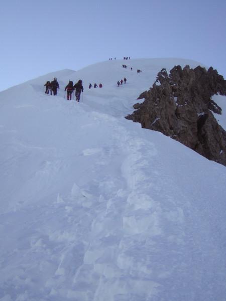 Foto: Wolfgang Lauschensky / Wander Tour / Mont Blanc 4808m Normalweg über Bossesgrat / Gegenverkehr beim Abstieg am Bossesgrat / 01.01.2010 21:02:40