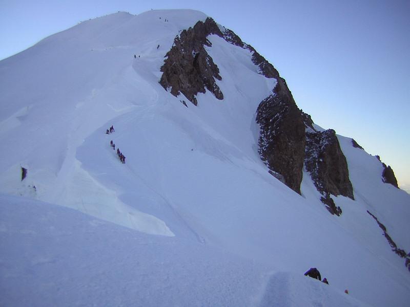 Foto: Wolfgang Lauschensky / Wander Tour / Mont Blanc 4808m Normalweg über Bossesgrat / Rückblick über den Bossesgrat / 01.01.2010 21:02:12