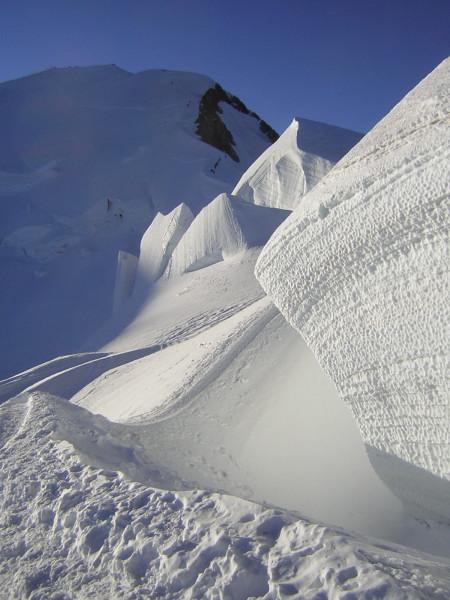 Foto: Wolfgang Lauschensky / Wander Tour / Mont Blanc 4808m Normalweg über Bossesgrat / Gletscherformationen vor Mont Blanc / 01.01.2010 21:01:59