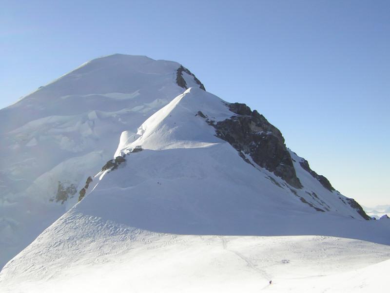 Foto: Wolfgang Lauschensky / Wander Tour / Mont Blanc 4808m Normalweg über Bossesgrat / Bossesgrat zum Mont Blanc Gipfel in der Morgensonne / 01.01.2010 21:01:30