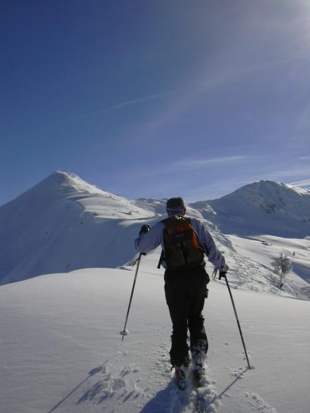 Foto: Wolfgang Lauschensky / Ski Tour / Über Feldalphorn und Schwaigberghorn zum Breiteggern / am Kammrücken zum Schwaigberghorn / 02.01.2010 15:52:31