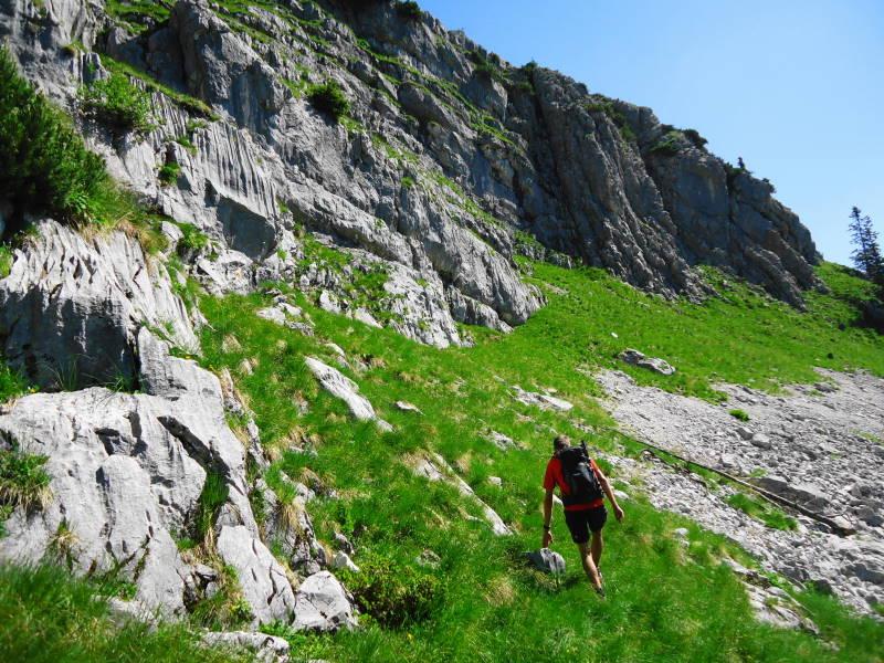 Foto: Günter Siegl / Wander Tour / Ramesch (2.119m) - Ost/West-Überschreitung / Nach Unterquerung der Seilbahntrasse geht's los. / 28.07.2017 20:43:38