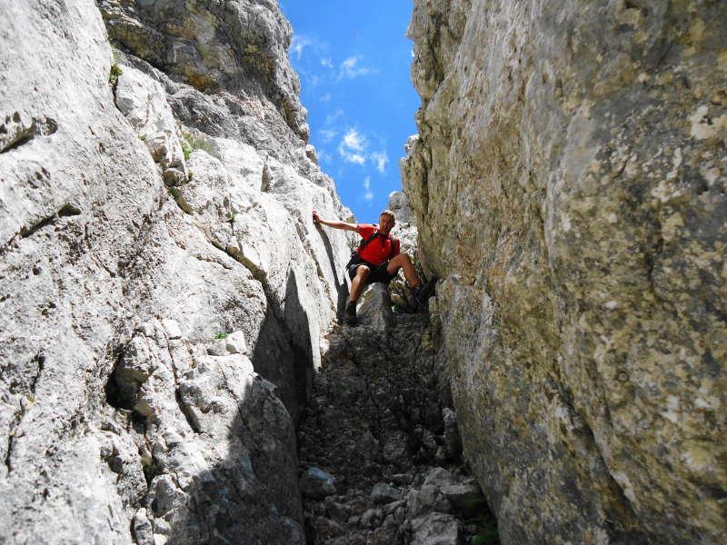 Foto: Günter Siegl / Wander Tour / Ramesch (2.119m) - Ost/West-Überschreitung / Der Kamin sollte beim Anstieg/Abstieg nicht verpasst werden, ist eine ehebliche Schwachstelle in der Wand. / 28.07.2017 20:34:46