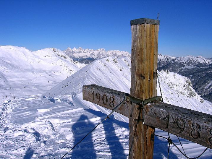Foto: Andreas Koller / Ski Tour / Traumtour auf Spirzinger und Spazeck (2066 m) / Gipfelkreuz am Spirzinger / 06.01.2010 02:21:29