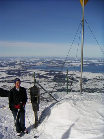 Foto: Wolfgang Lauschensky / Ski Tour / Hochgern 1743m / Ostgipfel mit Chiemsee / 08.01.2010 16:35:29