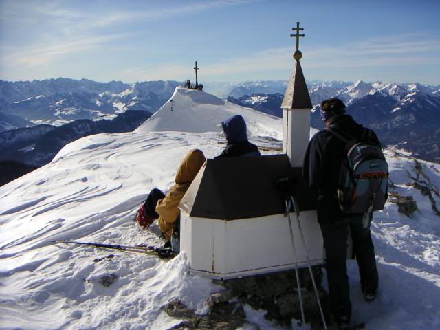 Foto: Wolfgang Lauschensky / Ski Tour / Hochgern 1743m / Gipfelkapelle / 08.01.2010 16:35:14