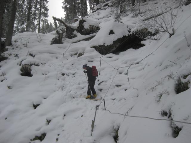 Foto: Wolfgang Lauschensky / Ski Tour / Gressenstein 2216m / seilgesicherte etwas heikle Stelle / 10.01.2010 12:25:01