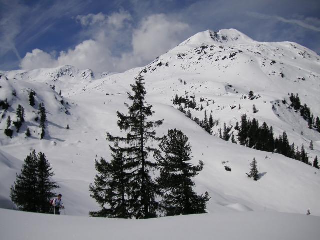 Foto: Wolfgang Lauschensky / Ski Tour / Gressenstein 2216m / über dem Siedeljoch zum Hengstkogel - Gressensteinalm, dahinter links der Gressenstein  / 10.01.2010 12:23:15