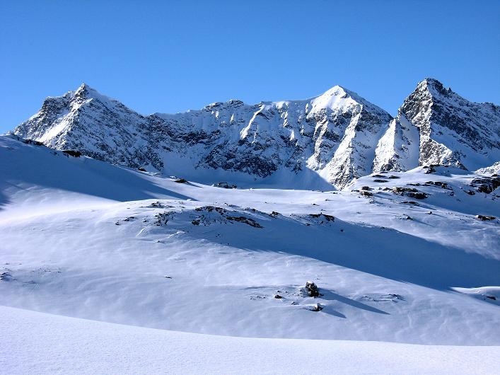 Foto: Andreas Koller / Skitour / Durch das Bieltal auf den Rauen Kopf (3101 m) / Silvrettahorn (3248 m) und Schneeglocke (3223 m) / 26.01.2010 00:25:02