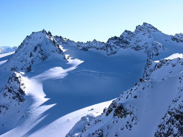 Foto: Andreas Koller / Skitour / Durch das Bieltal auf den Rauen Kopf (3101 m) / Dreiländerspitze (3196 m) und Jamspitzen (3173 m) / 26.01.2010 00:19:27