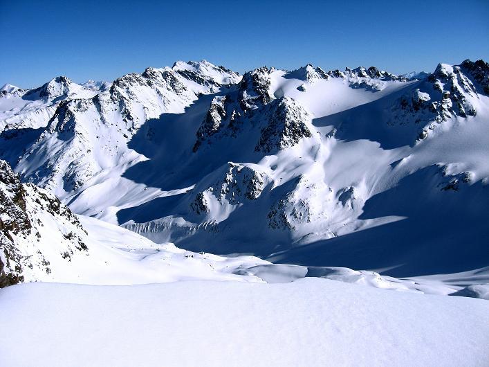 Foto: Andreas Koller / Skitour / Durch das Bieltal auf den Rauen Kopf (3101 m) / Jamtal / 26.01.2010 00:18:05