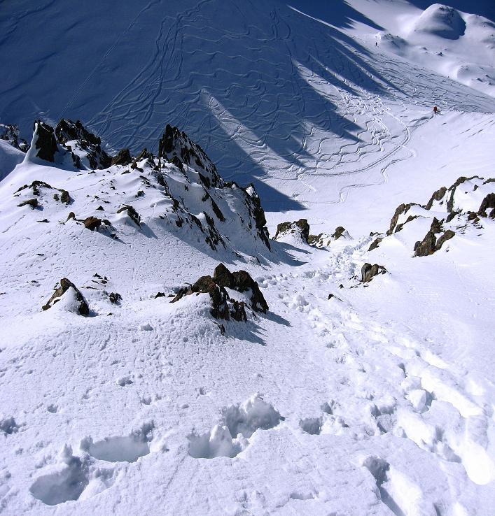 Foto: Andreas Koller / Skitour / Durch das Bieltal auf den Rauen Kopf (3101 m) / Steiler Abstieg am S-Grat / 26.01.2010 00:16:26