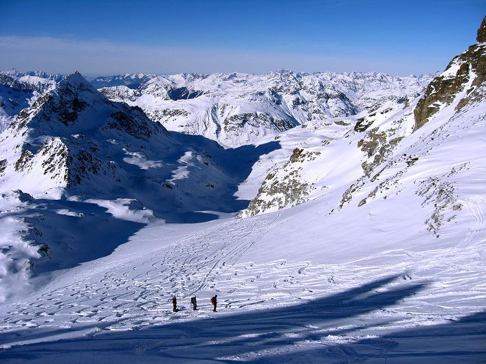 Foto: Andreas Koller / Skitour / Durch das Bieltal auf den Rauen Kopf (3101 m) / Abfahrt am Rauer Kopf Gletscher / 26.01.2010 00:13:34