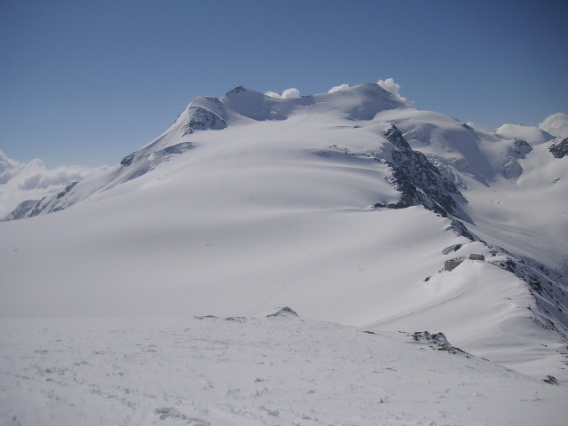 Foto: Wolfgang Lauschensky / Skitour / Zufallspitze – Monte Cevedale : Überschreitung / Zufallspitze links und Monte Cevedale rechts von der Suldenspitze aus gesehen / 29.01.2010 18:07:05